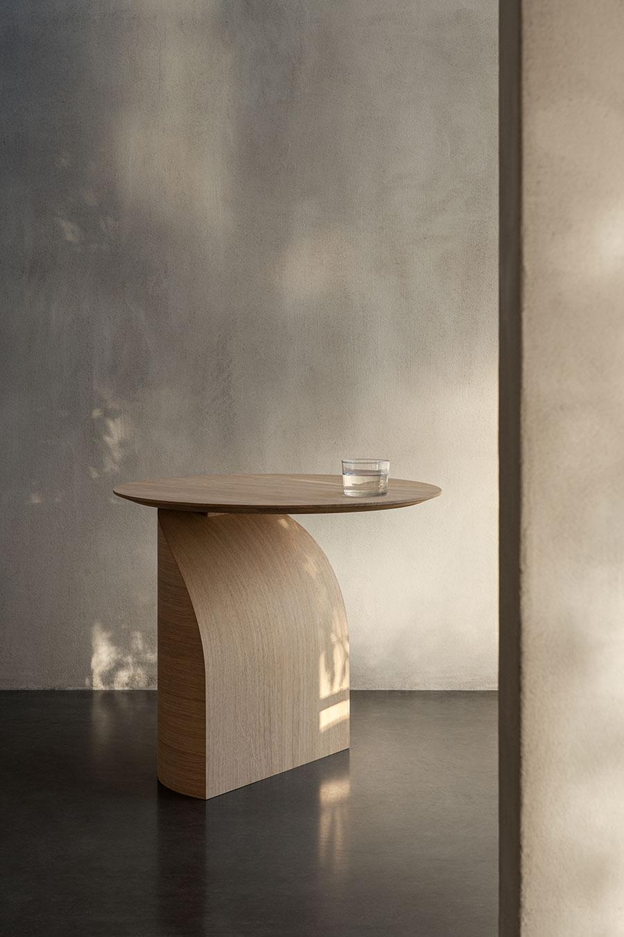 Bordet Savoa av Sakari Hartikainen kombinerar enkelhet och känsla av lätthet med avancerad teknik.